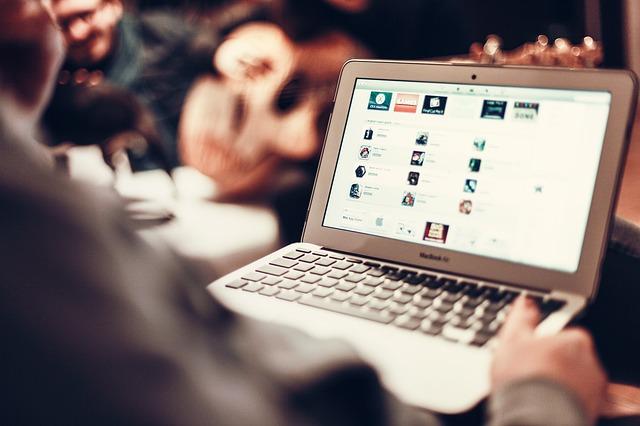 macbook-407126_640